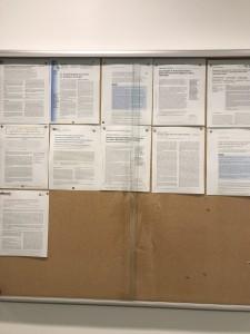 今年出された論文がオフィスの前に張り出されている
